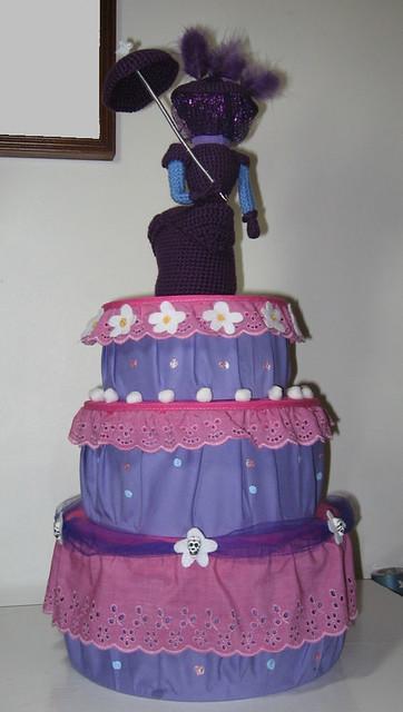 Lady D (Henry Hatsworth) plushie with cake