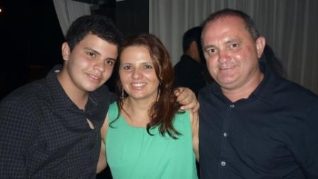Francisco e Christianne Aguiar com o filho André