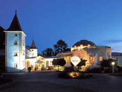 Grand Hotel Des Bains, Yverdon-les-Bains (Swiss Premium Hotels) Tags: water schweiz switzerland centre meeting seminar jura conferences lecorbusier thermal yverdon kongress thermalbath gruenefee neuenburgersee thermalbad yverdonlesbains watchvalley seminarhotel franchemontagne centrethermal grandhoteldesbains
