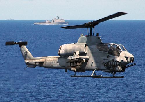 フリー写真素材, 乗り物, 航空機, ヘリコプター, AH- コブラ, AH-W スーパーコブラ, アメリカ海兵隊,