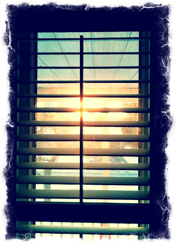 22:365透过百叶窗的日落