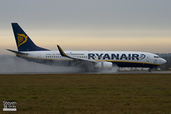 EI-DCX - 33569 - Ryanair - Boeing 737-8AS - Luton - 110106 - Steven Gray - IMG_7544