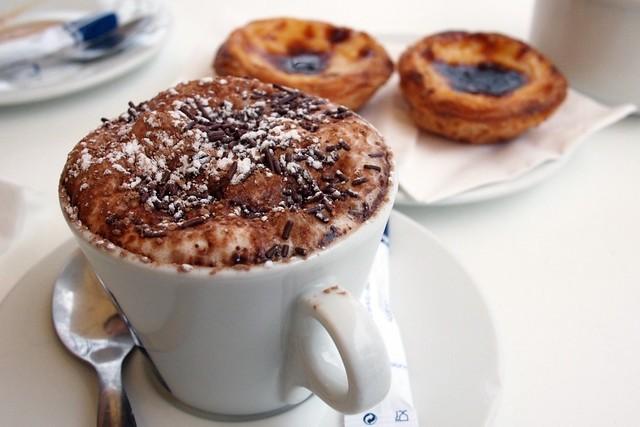 Lisbon: coffee & pastel