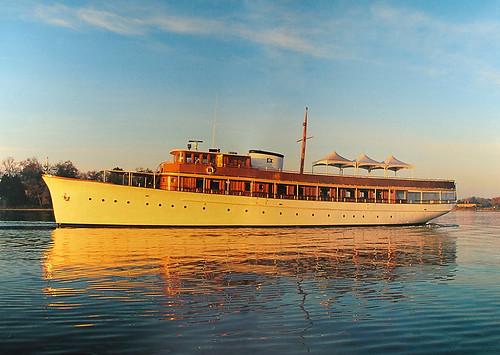 classic wooden yacht motoryacht fantail