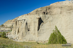 Eroded Wall (kevin-palmer) Tags: montana fall autumn october nikond750 tamron2470mmf28 makoshikastatepark badlands clear sunny sky blue tree dianegabrieltrail glendive