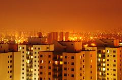 (Hugo Chinaglia) Tags: city windows light cidade urban orange luz yellow arquitetura buildings edificios cityscape arch laranja amarelo urbano missile luzes paulo dots so architeture missiles urbanismo janelas predios sacadas missil misseis