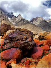 charas tower (sami kuosmanen) Tags: red orange india mountain tower rock stone clouds landscape rocks boulder climbing granite geology himalaya rockclimbing charas kiipeily charras himalaja lahaul