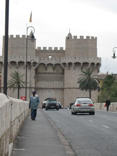 Valencia, passante davanti a Torres de Serranos