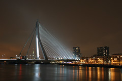erasmusbrug, rotterdam (vannellestijnr) Tags: longexposure haven holland night photoshop canon rotterdam europe harbour nederland euromast erasmusbrug 30seconds noordereiland wilhelminakade nieuwemaas sluitertijd statief dezwaan nachtopname basculebrug koningshaven richardvannellestijn