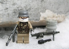 Winter German uniform (ORRANGE.) Tags: soldier lego german ww2 brickarms