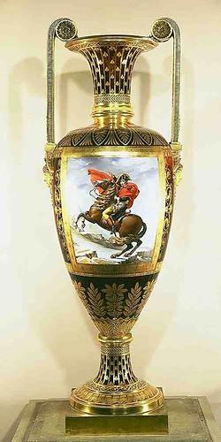 012-Vase fuseau 1810-Porcelana de Sèvres- Museo del Louvre-© R.M.N.