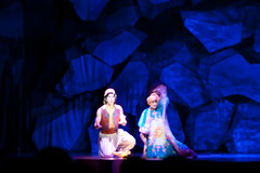 Aladdin and the Carpet (FrogMiller) Tags: show tourism carpet disneyland disney anaheim aladdin dca themepark flyingcarpet disneyscaliforniaadventure castmembers disneylandresort