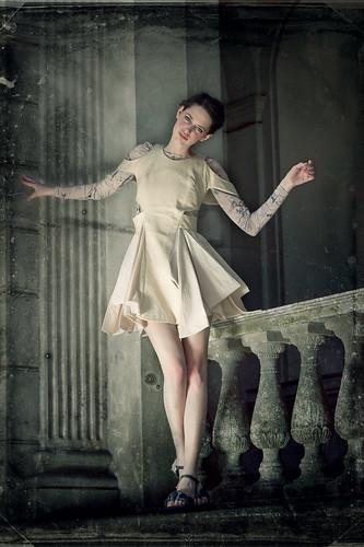 [フリー画像] 人物, 女性, ドレス, ファッション, 201012200300