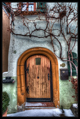 Tilt (Kemoauc) Tags: door house photoshop germany deutschland nikon haus hdr leonberg topaz fachwerk tre historisch fachwerkhaus wrttemberg framehouse d90 photomatix nikond90 hdrterrorist kemoauc