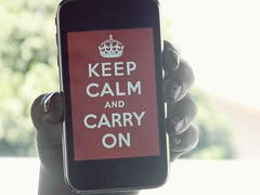 keep calm and carry on (pedrofml) Tags: blur apple hands nikon bokeh nikkor mãos iphone keepcalm l110