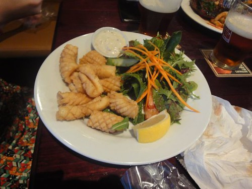 Erskineville Hotel: Salt & pepper calamari, salad & chips