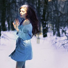 dont come a'lookin. (karrah.kobus) Tags: winter snow girl look self search running spotlight hide butothertimesimthankfulihavethatmotivationtokeeptrying yepdontlikethis sometimesigetannoyedbymyimpossiblyhighstandards