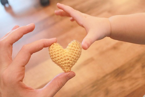 heart gifts: free crochet pattern – little heart plushy