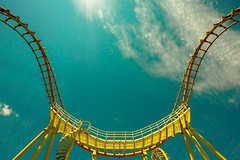 boomerang in the summer (flee the cities) Tags: summer sky track upsidedown steel wideangle kansascity missouri rollercoaster inversion coaster themepark supports worldsoffun cobraroll cedarfair