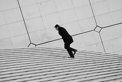 (ar_graff) Tags: man paris france walking steps ladefense lagrandearche lhomme