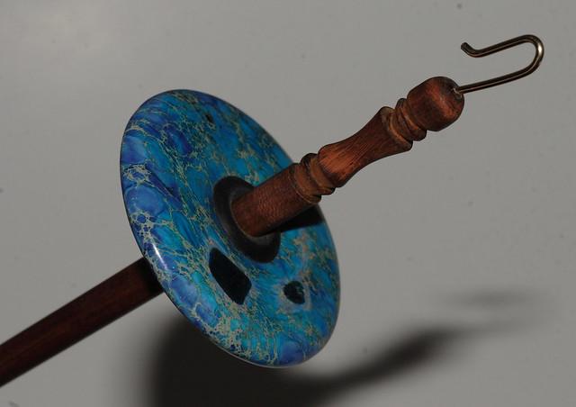 Pakke fra Zebisis Designs - Drop Spindle med Blue Varicite stein.  IMG_4226