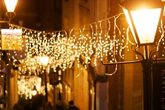 (Lizzie Staley) Tags: christmas street winter light lamp evening bokeh fairylights christmassteps