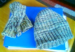 spring hedge hat and gloves