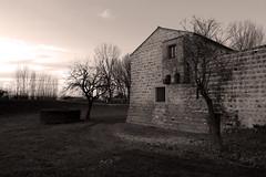 tramonto al castello (nonsodove) Tags: 450d tokina1116