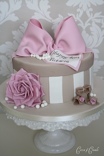 hat box cake by Cotton and Crumbs