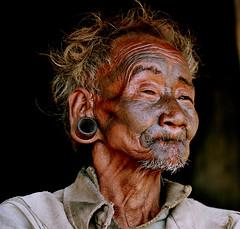 Asia - India / Nagaland (RURO photography) Tags: portrait india man male smile face tattoo skull asia faces retrato cara earring bijoux piercing tattoos jewellery portraiture asie portret indië homem indien breathtaking hombre indi homme inde naga nagaland nagas headhunter azië indland headhunters インド indija 印度 juwelen gesichter headhunting koppensneller doodshoofd skullhouse hoofddeksel kannibalen oorringen doodskop koppensnellers discoveryexpeditions nagafestival rudiroels thegalleryoffineportrait индија ინდოეთი אינדיע nagatribe nagachristians getatoeëerd