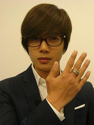 Kim Hyun Joong's Favorite Pose and Hand Accessories