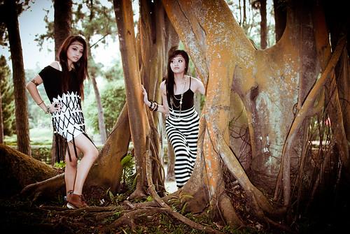 フリー写真素材|人物|女性|アジア女性|人と風景|森林|シンガポール人|