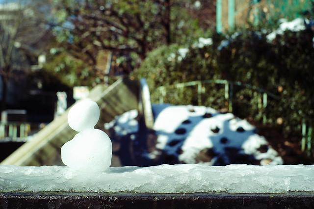 公園入口の雪だるま