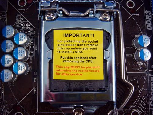 主機板的 CPU 扣架