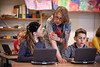 Grundschüler beim Arbeiten mit dem Classmate PC