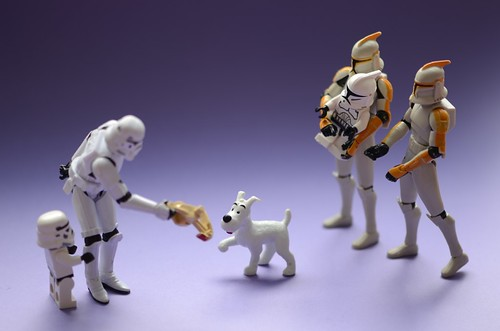 Milou (Snowy) is helping the Stormtrooper to find the lost Mini-Clone