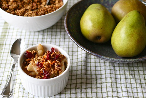 Pear Granola Breakfast Crisp - Annie's EatsAnnie's Eats