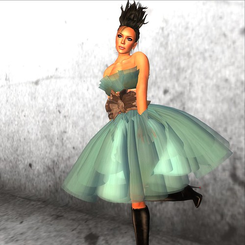 Moolto Hunt: AZUL (dress), BarePeds (Boots)