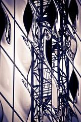 viel Harmonie (Paul mit dem Pinscher) Tags: abstract building germany deutschland hamburg baustelle architektur spiegelung buildingsite gebäude abstrakt hafencity philharmonie mirroring norddeutschland arhitecture baukran elbphilharmonie