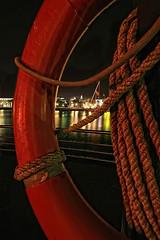Cartagena, mcachis en la mar (Cani Mancebo) Tags: red españa night port marina puerto mar spain rojo cabo marine nocturnal lifeguard sean tokina murcia nocturna ropes cartagena salvavidas 1116 400d canoneos400ddigital superlativas 1116mm canimancebo tokina1116f28dxatxprocanon