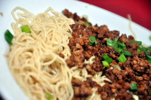 jeff lee kitchen egg noodle with minced pork