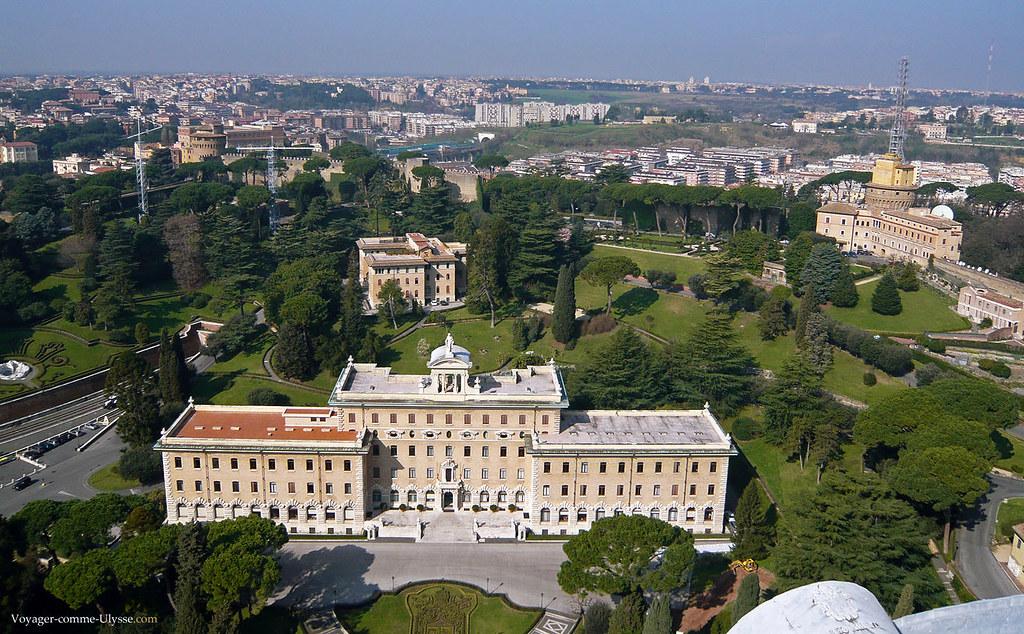 Palais du Gouvernement du Vatican, vu panoramique sur ses fabuleux jardins