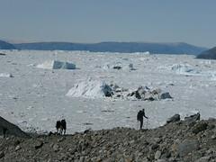 Hiking in Greenland (Kitty Terwolbeck) Tags: ice nature landscapes rocks outdoor hiking path horizon greenland hikers bergen icebergs ijs floatingice groenland eastgreenland icesheet ammassalik htwandelreizen gletsjers ijsschotsen ostgronland rugzaktrekking rugzaktrektocht oostgroenland wandeltrektocht