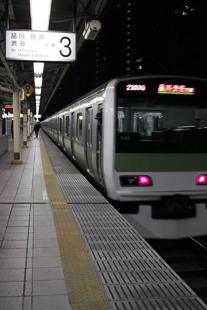 calm Yurakucho station