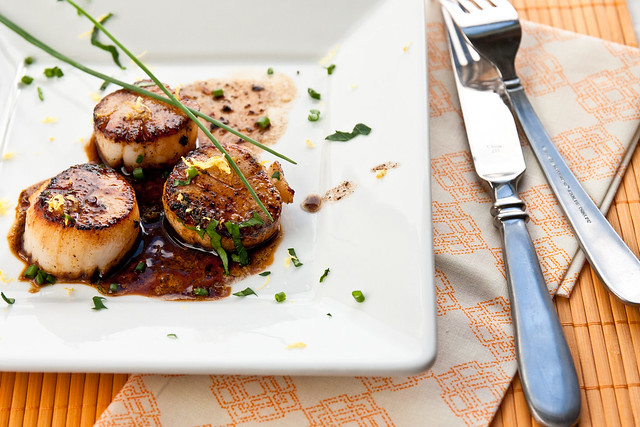 Caramelized Scallops with White Wine