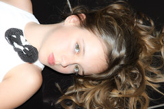 Monik (Araniswelter) Tags: beleza criança menina