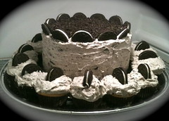 Cookies and Cream Cake with Vanilla and Chocolate Cupcakes (The Sweetest Baker) Tags: cupcakes oreocake cookiesandcreamcake oreocupcakes oreodessert cookiesandcreamicing