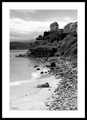 Oteando el horizonte (Raúl G. Huergo) Tags: ocean españa white black mar spain gallery negro pueblo asturias blanc horizonte lastres cantabrico otear ranmagon