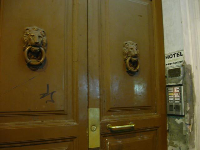 ローマの街のホテルのフリー写真素材