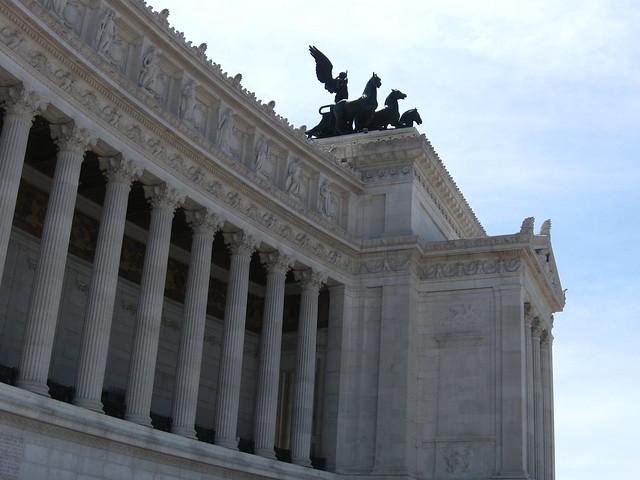 ローマ建築の柱のフリー写真素材